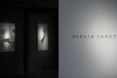 http://pacea.fr/Director/albums/album-304/lg/Bernar_Venet_Expo-01.jpg